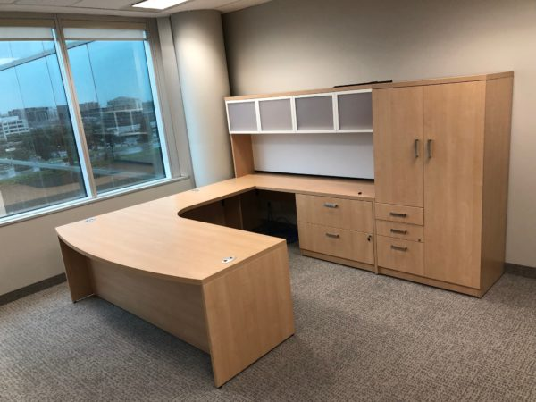 Tayco Metro desk for management office at the Bank of China office